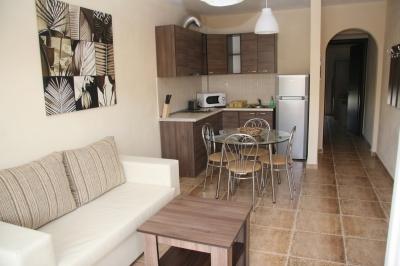 Двустаен апартамент под наем в Керамоти, Гърция- трапезария